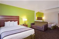 Days Inn & Suites Arcata King Suite